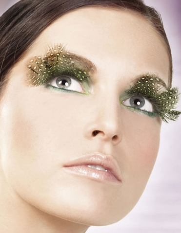 BROWN AND GREEN EYELASHES